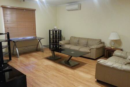 Cosy, comfortable & convenient - Riverton - Casa