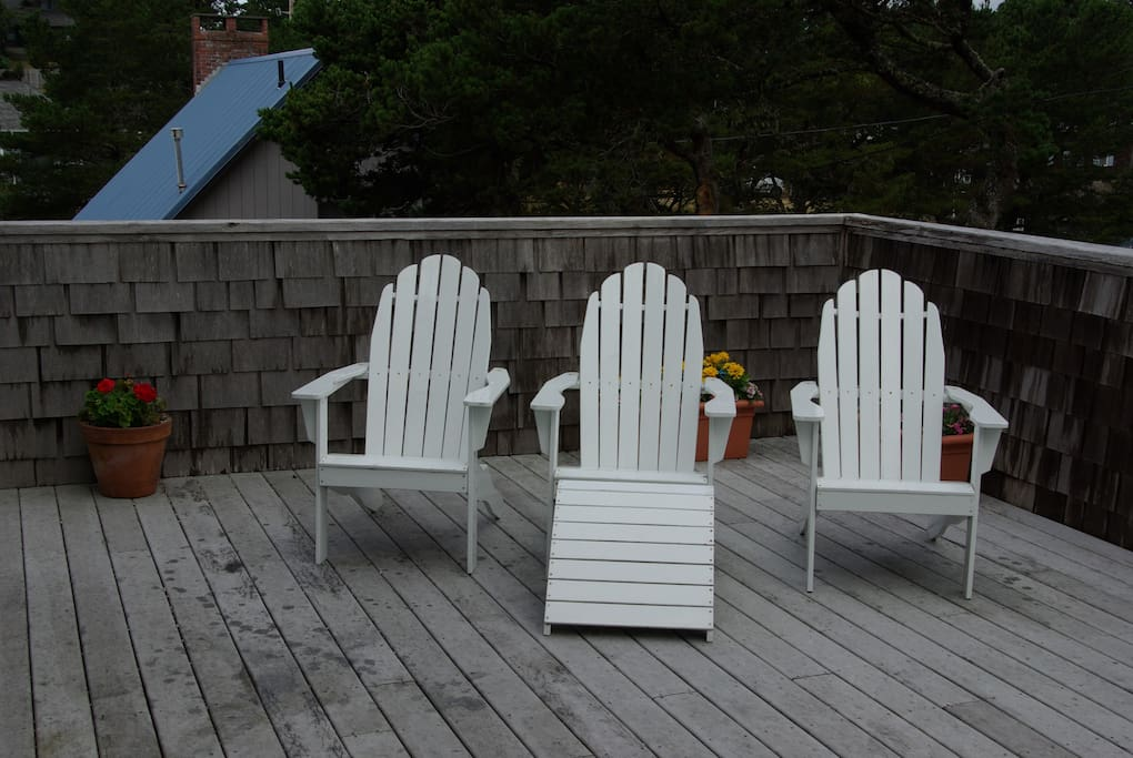 Also on the main deck there is a table and chairs for six.