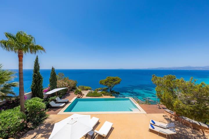 Modern luxury Villa with spectacular sea views