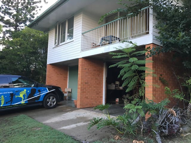Family Room close to Shopping Mall - Indooroopilly - Hus
