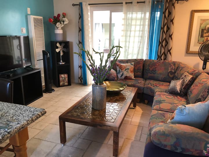 CHIC  SUPER VALUE 2 BEDROOM OCEANSIDE CONDO