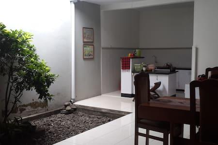 Good neighborhood - Single bed - Yogyakarta - Dom