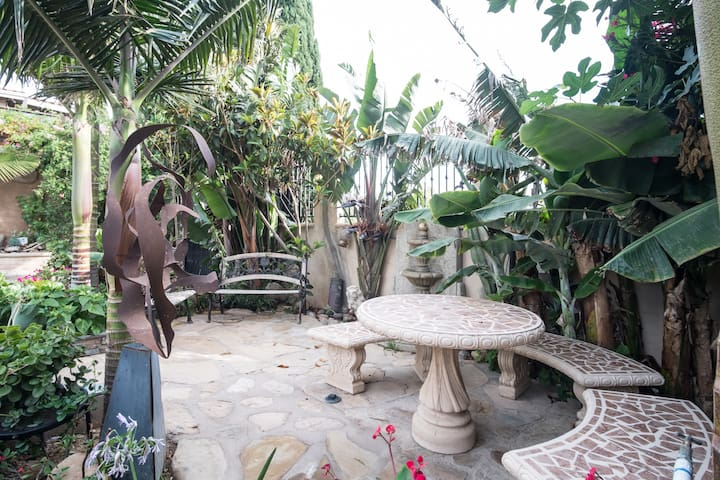 Hilltop hideaway with ocean views - Puerto Nuevo - Guesthouse