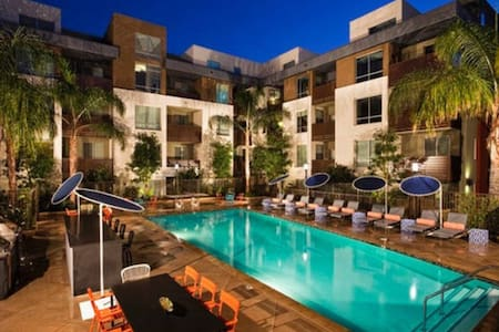 LUXURY PRIME HOLLYWOOD ESCAPE!!!
