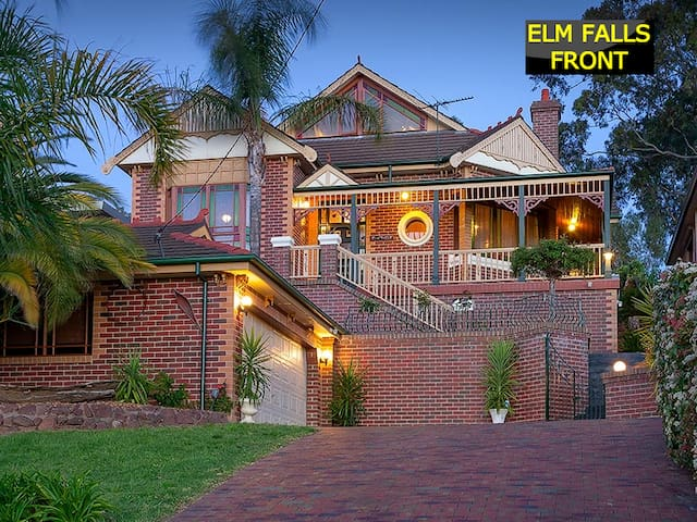 """Elm Falls"" - stay for the view and NBN! - Albury - Huis"