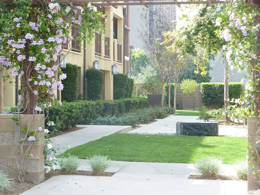 Close to hospital disneyland priv bath 1st fl for The garden room garden grove