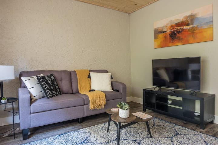 Trendy 1BR Apt in the Historic District