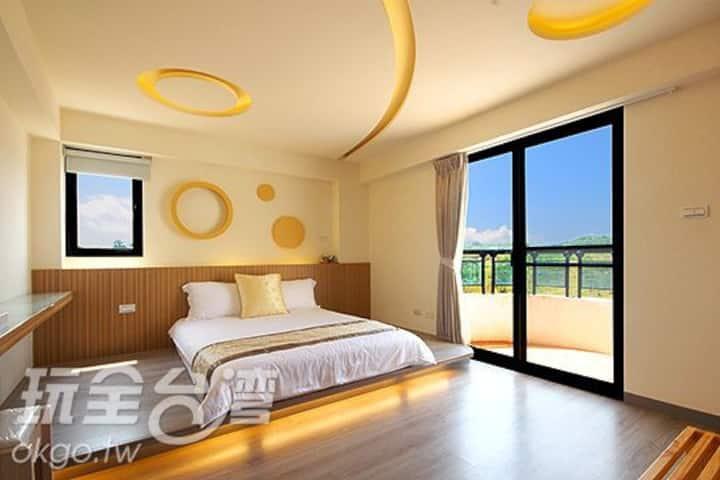 豪華2人房205 位於市區中間交通十分便利 澎湖住宿旅遊的最佳選擇