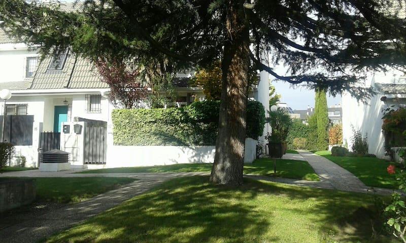 Apartamento planta baja en casa - Pozuelo de Alarcón - Pis