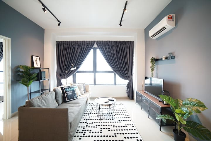 Cozy Warm Apartment is the greatest apartment to help our guests relax and have a peaceful mind. Come home to relax after a busy day in the city.