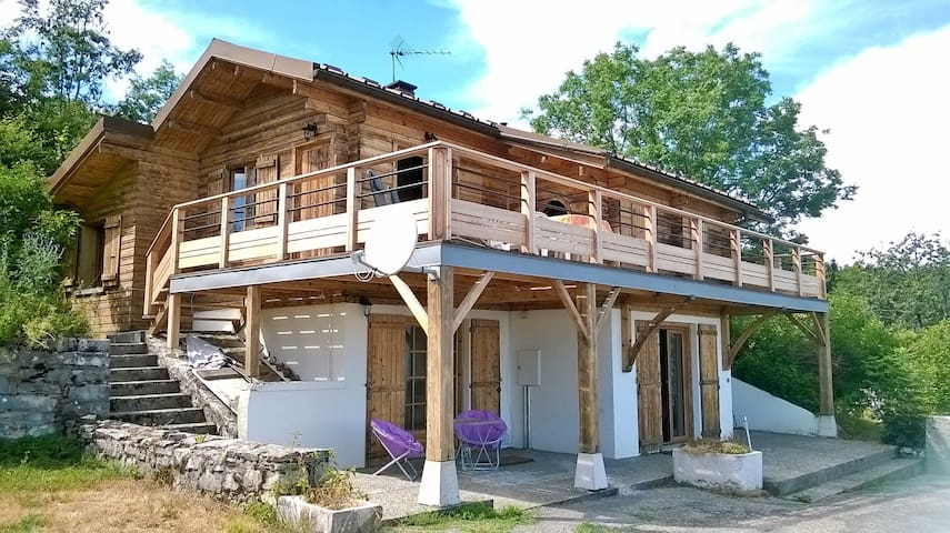 Apartment in a chalet, great view - Châtillon-en-Michaille - Hytte (i sveitsisk stil)