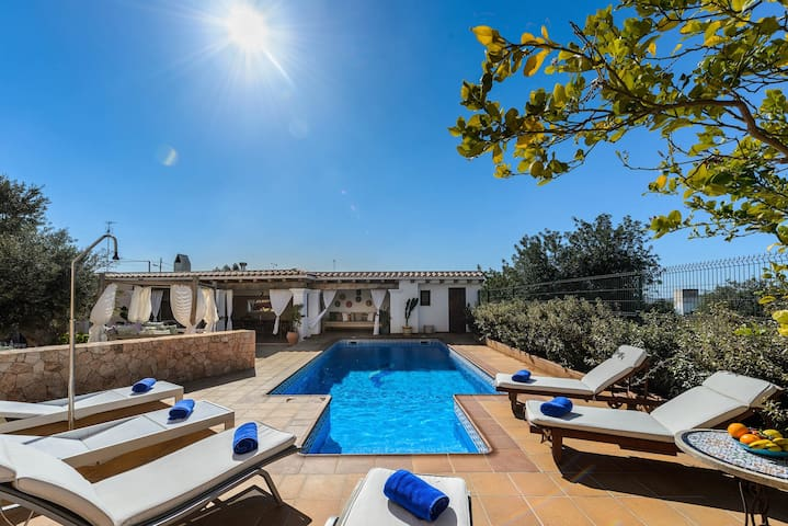 CAN PAU, Country house up to 8+4 with pool & BBQ