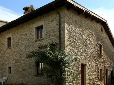Casa rurale nei verdi pascoli - Sellano - 公寓