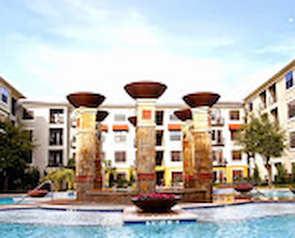 Great Location 121/Parkwood/next to Embassy Suites