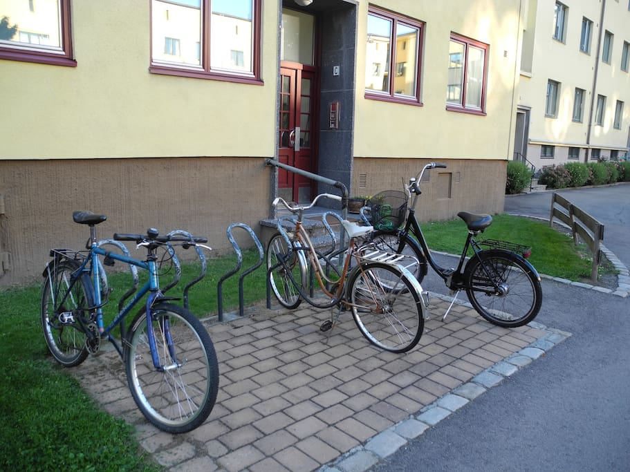 Main entrance, bicycle (front left) for rent