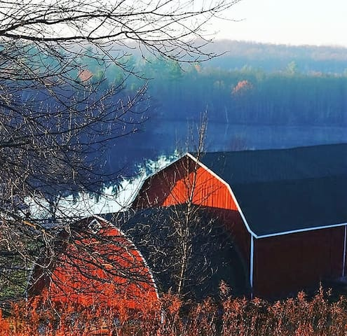 River to Ridge Farmhouse - Ridgeside Room