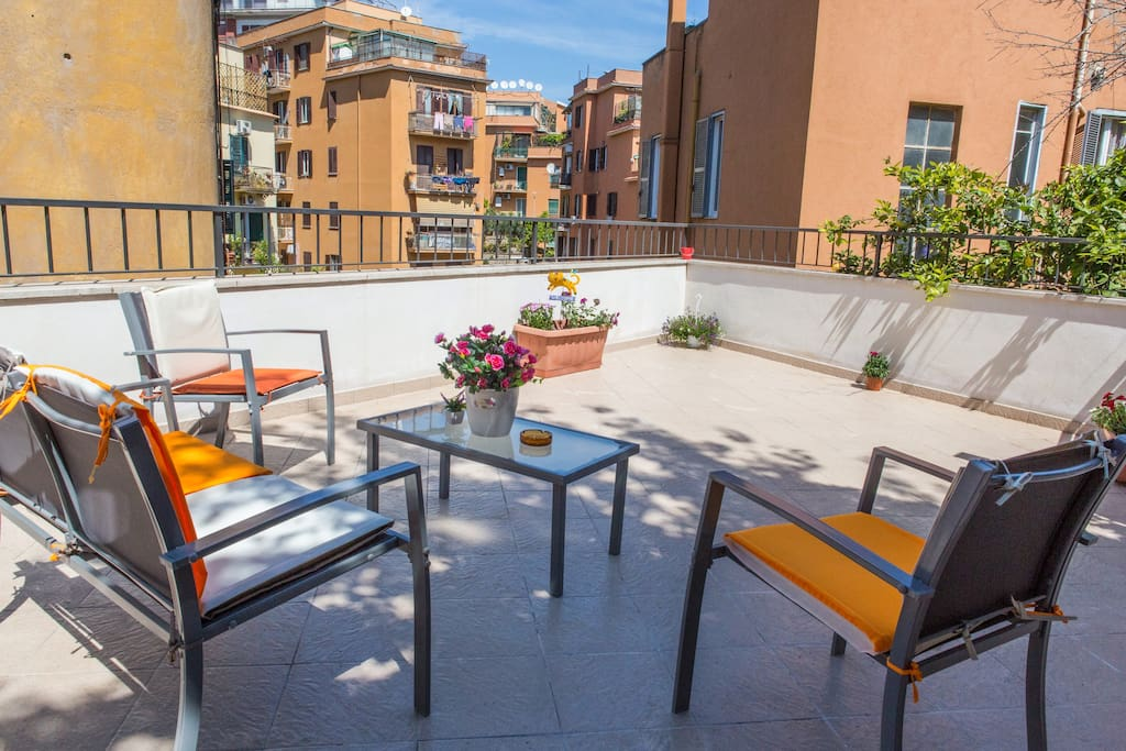 Terrace lovely apartment close to the vatican flats for for Use terrace in a sentence