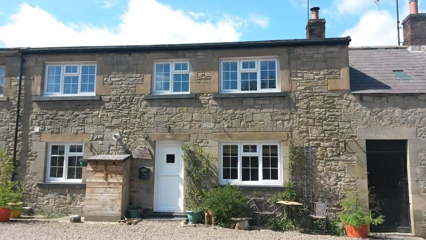 2 Plough Square, Stable Cottage.