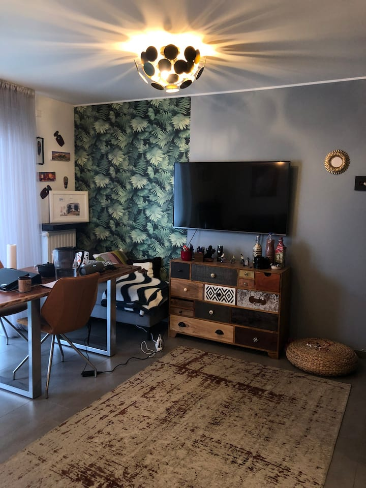 Work friendly 2 bedroom apartment+parking @centre!
