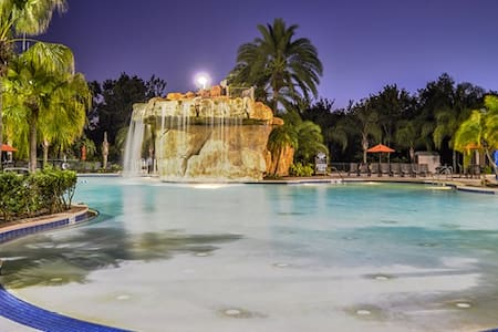 2 Bedrm Mystic Golf Oasis 2 Miles Disney Sleeps 8! - Συγκρότημα κατοικιών