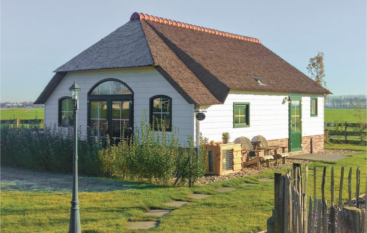 Holiday cottage with 3 bedrooms on 75 m² in Woubrugge