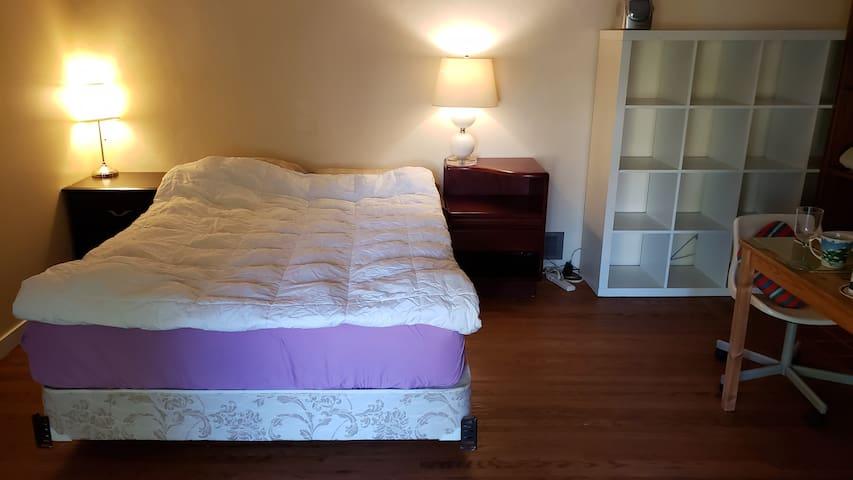 Super Comfy Queen-size bed