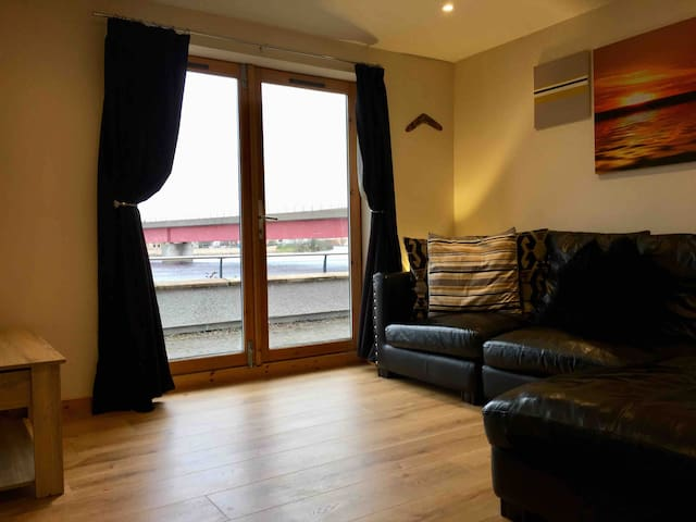 Riverside 2 Bed Flat - Central Inverness - Parking