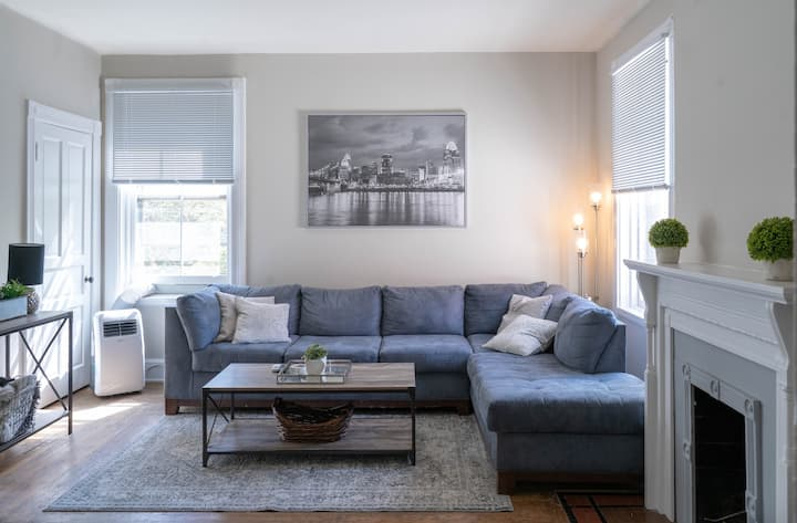 Stylish Unit, Minutes to Downtown, Affordable Cost