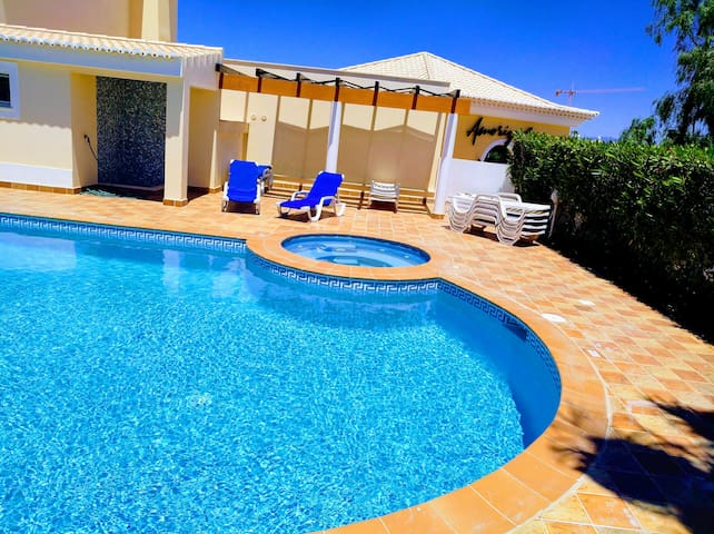 Luxury in Lagos. Swimming Pool /Ac