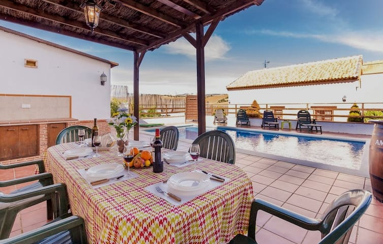 Home with pool perfect location to visit Andalusia
