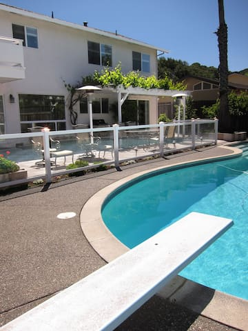 Sunny - Family Friendly Vacation Rental with Pool - Novato - Hus