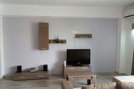 More than a rent-a home; more than a host-a friend - Mamaia-Sat - Appartement