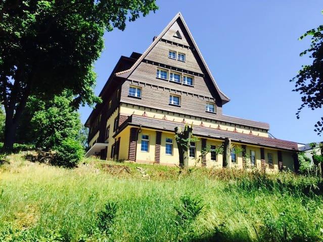 A quiet residence at Binowo lake - Binowo - Casa