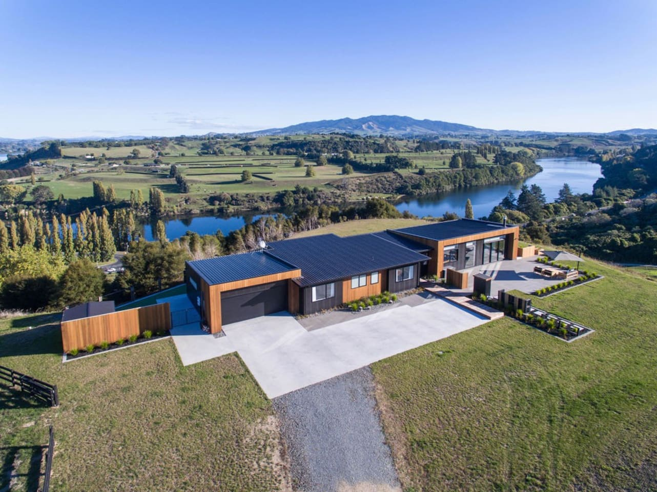 Loch Vue - expansive views of the Waikato River