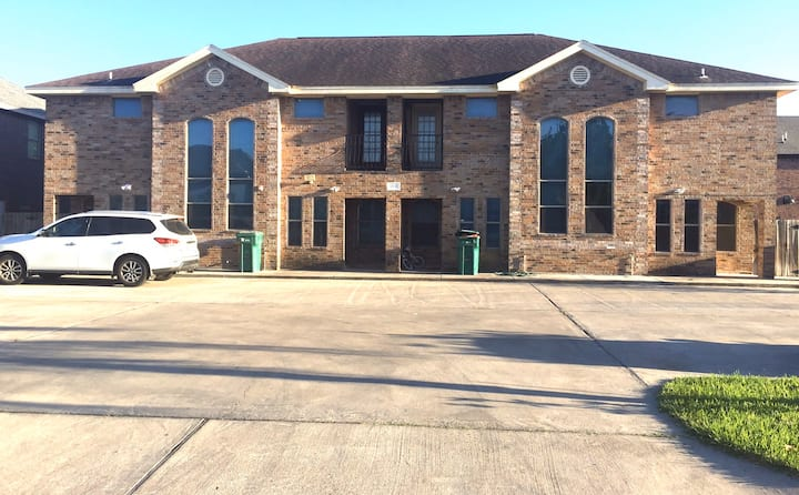 Gorgeous gated Town House 3 bed & 2 1/2 bath