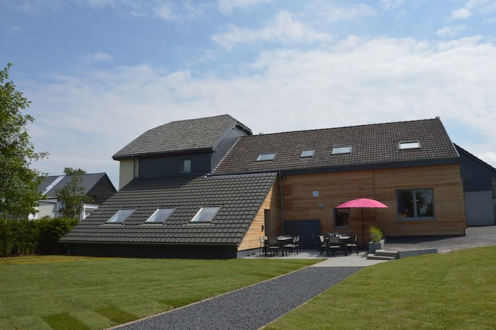 Gorgeous Holiday Home in Waimes with In-House Theatre & Pool