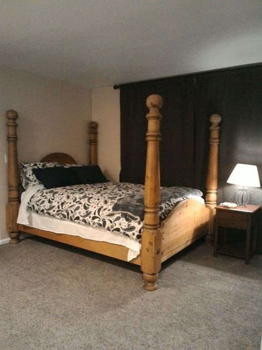 Four poster bed with down comforter. Plenty of pillows.