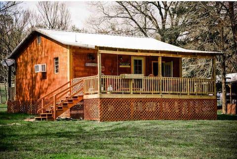 Caddo luxury Cabin on Collier creek