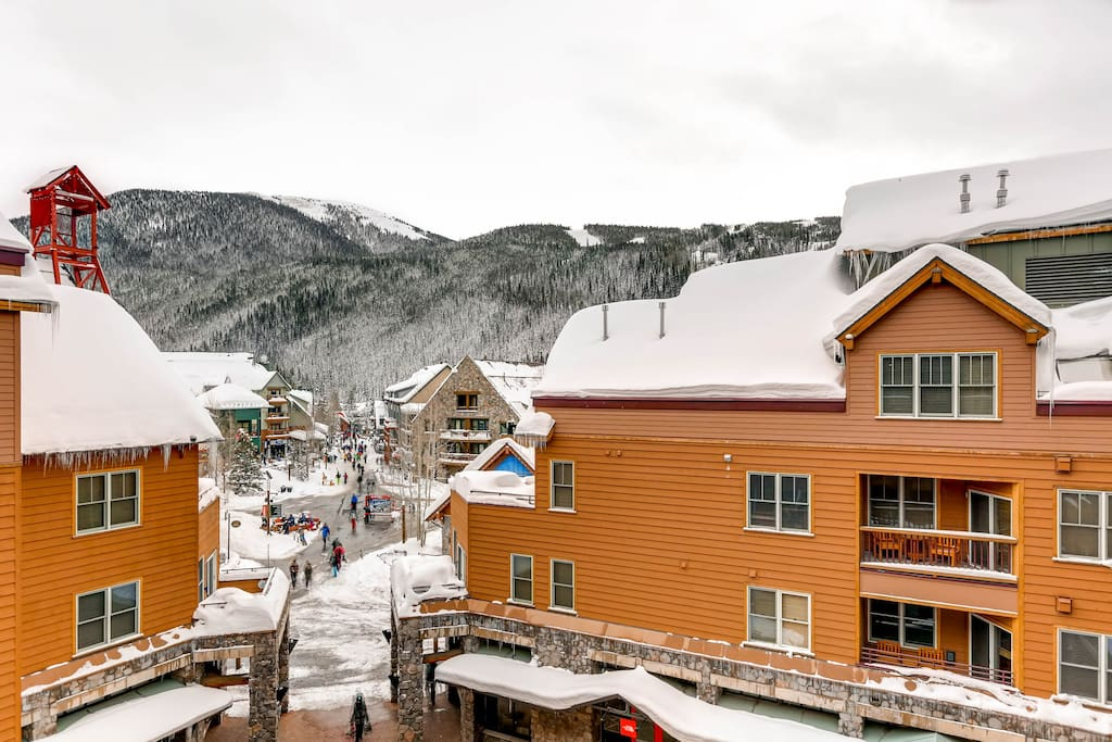 From your front door, it's just a 2-minute walk to the gondola leading to the slopes of Keystone Resort