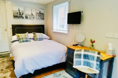 Stowaway private guest suite with parking Mkt Harb