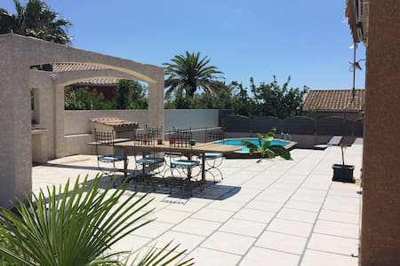 Maison avec piscine à 3 km de la mer - Portiragnes - วิลล่า