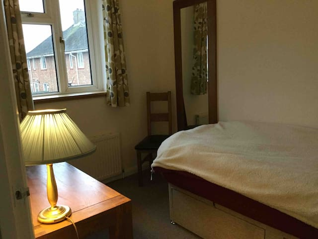 Single room in house for UEA and hospital,