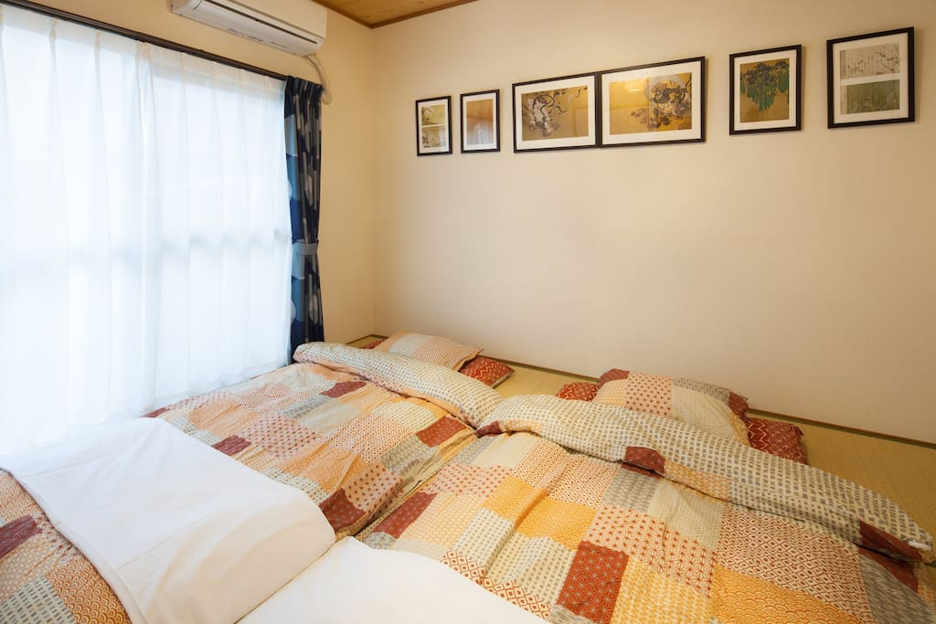 Japanese style room with 8 best futon mattress / Car Park is available for free
