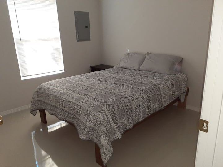 Comfortable and affordable apartment A in downtown