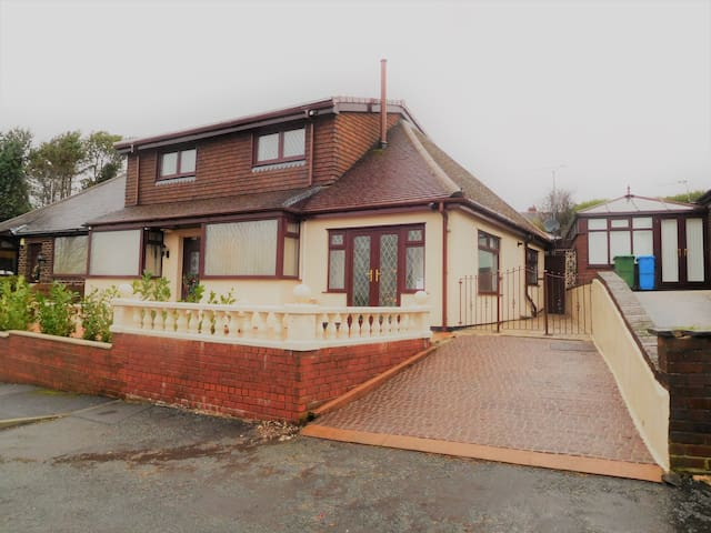 Tasteful house, Saddleworth (Rm 3 dble) Gym&Sauna