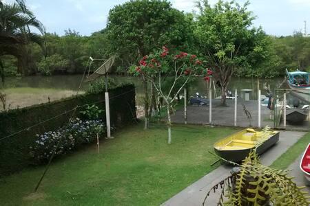 Casa em Cananéia com acesso ao Mar - Cananéia