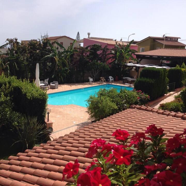 Lussuosa villa con piscina, S.Leone