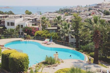 Sea View Garden Apartment - Lägenhet
