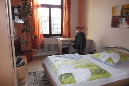 Gemütliches Zimmer in Köln - Colonia - Bed & Breakfast