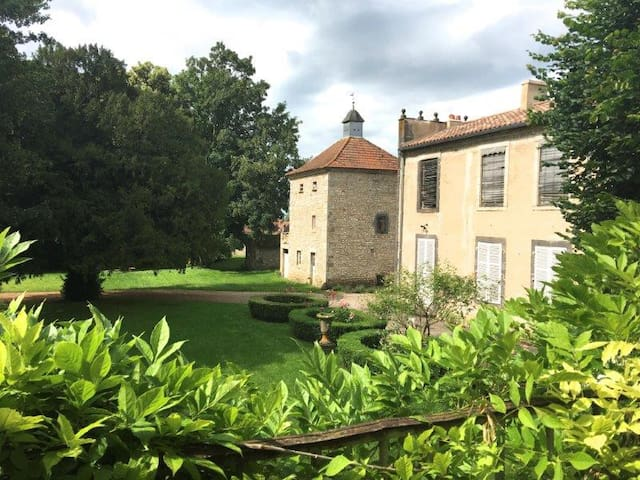Le Grand Enclos : chambre A 3p. proche Vichy - Effiat - Pension
